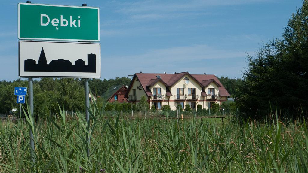 Wjazd do Dębek od strony Żarnowca